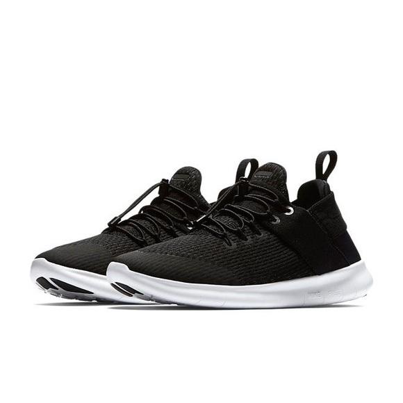 de130c6dc5d5c Women s Nike Free Run CMTR Running Shoe. M 5b27e9458ad2f95d4b9b3988